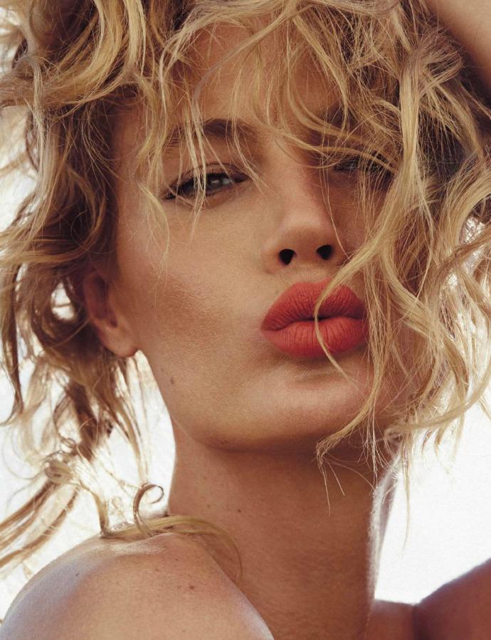 Как увеличить губы?