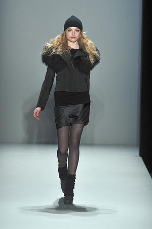 Показ Nicole Miller коллекции сезона Осень-зима 2010-2011 года prêt-à-porter - www.elle.ru - Подиум - фото 144031