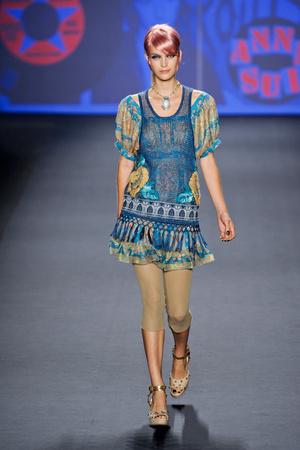 Показ Anna Sui коллекции сезона Весна-лето 2013 года prêt-à-porter - www.elle.ru - Подиум - фото 422393