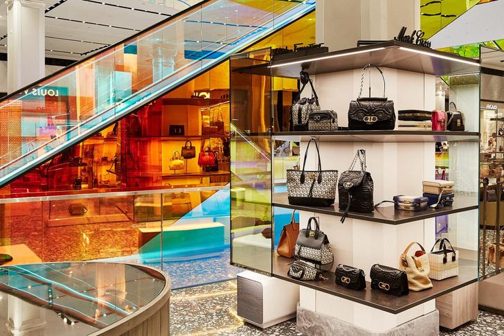 В универмаге Saks Fifth Avenue появился разноцветный эскалатор (фото 5)