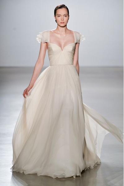 50 самых красивых платьев со Свадебной Недели Моды в Нью-Йорке | галерея [1] фото [50]
