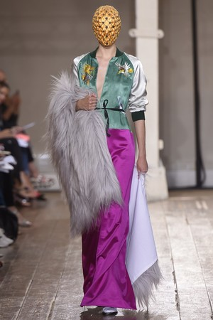 Показ Maison Martin Margiela коллекции сезона Осень-зима 2014-2015 года haute couture - www.elle.ru - Подиум - фото 585107