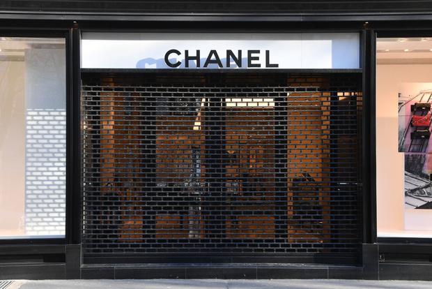 Chanel начинает шить защитные маски и халаты (фото 3)
