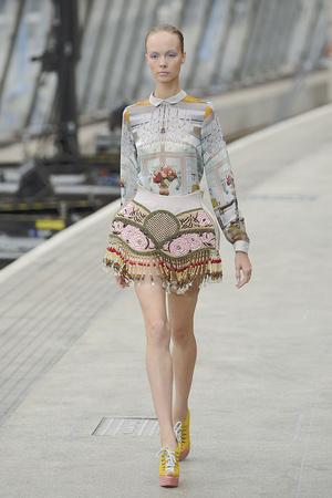 Показы мод Mary Katrantzou Весна-лето 2011 | Подиум на ELLE - Подиум - фото 2604