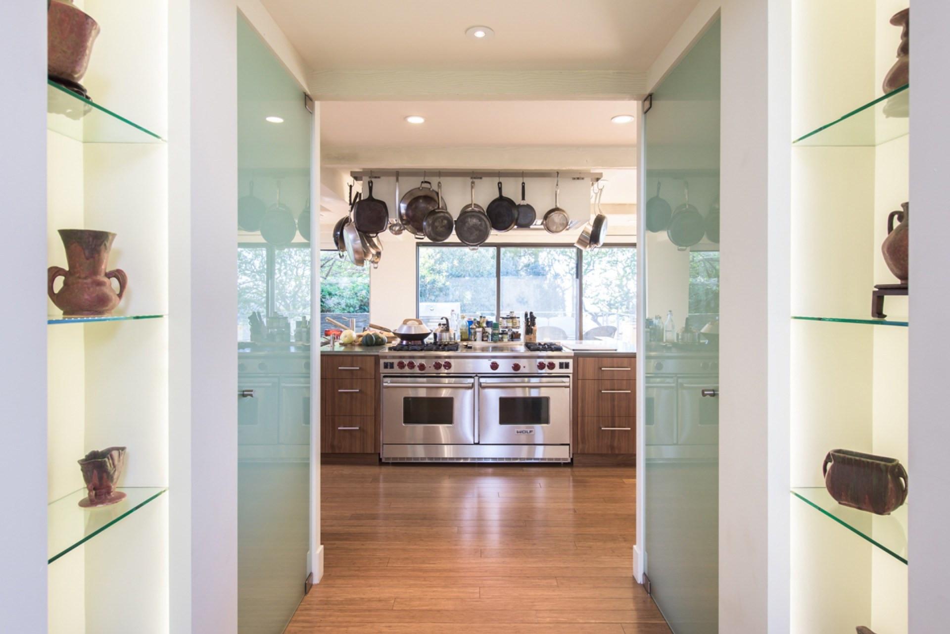 Джейн Фонда продает свой особняк в Беверли-Хиллз | галерея [1] фото [2]