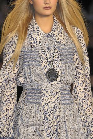 Показ Anna Sui коллекции сезона Осень-зима 2010-2011 года prêt-à-porter - www.elle.ru - Подиум - фото 146805