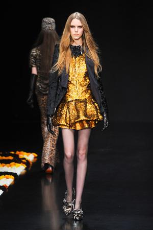 Показы мод Roberto Cavalli Осень-зима 2012-2013 | Подиум на ELLE - Подиум - фото 1484