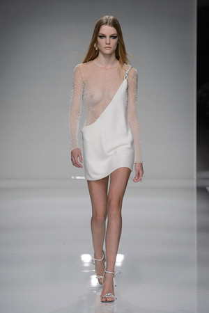Показ Atelier Versace коллекции сезона Весна-лето  2016 года haute couture - www.elle.ru - Подиум - фото 602601