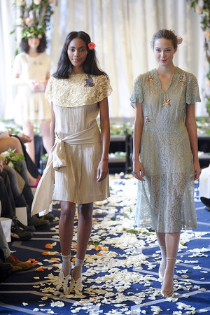 Показ Imitation коллекции сезона Весна-лето 2012 года Prêt-à-porter - www.elle.ru - Подиум - фото 292974