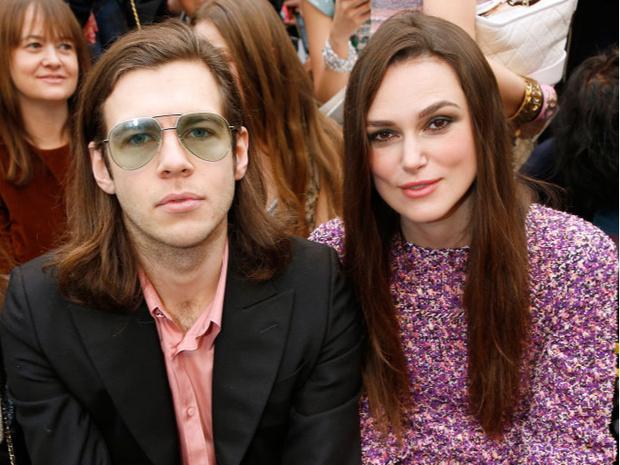 Кира Найтли с мужем Джеймсом Райтоном на показе Chanel (фото 2)