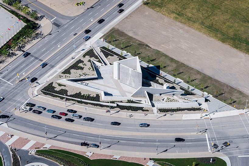 Монумент памяти холокоста по проекту Даниэля Либескинда | галерея [1] фото [1]