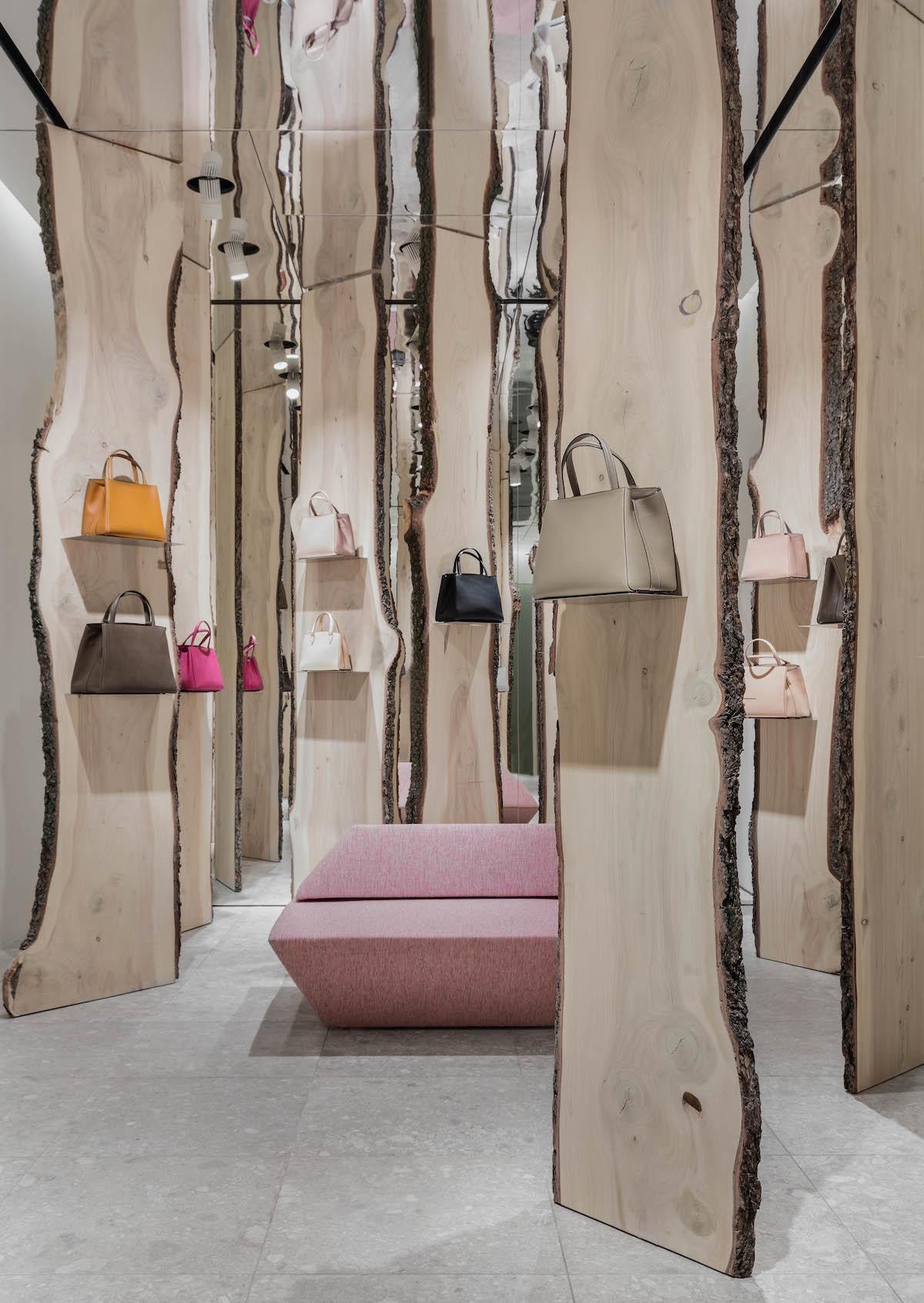 Свои в доску: инсталляция Кенго Кумы в бутике Valextra (галерея 4, фото 2)