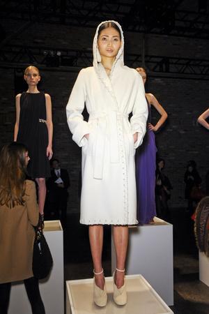 Показы мод Halston Осень-зима 2011-2012 | Подиум на ELLE - Подиум - фото 2351