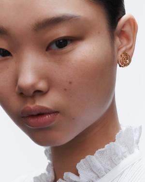 Урок французского (стиля): 5 способов носить серьги согласно ювелирному словарю Chanel (фото 10.2)