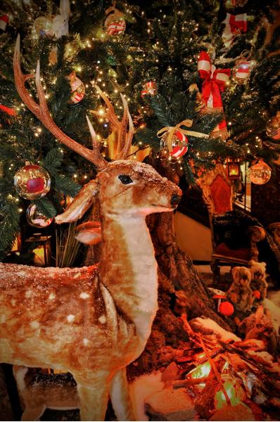 Dolce & Gabbana представили Новогоднюю елку в лондонском отеле Claridge's