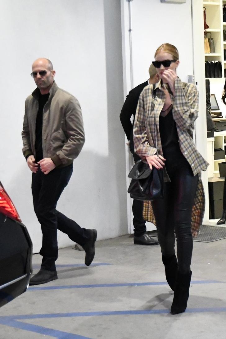 Редкий выход: Рози Хантингтон-Уайтли и Джейсон Стейтем на шопинге (фото 1)