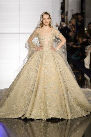 Показ Zuhair Murad коллекции сезона Весна-лето 2015 года Haute couture - www.elle.ru - Подиум - фото 593256