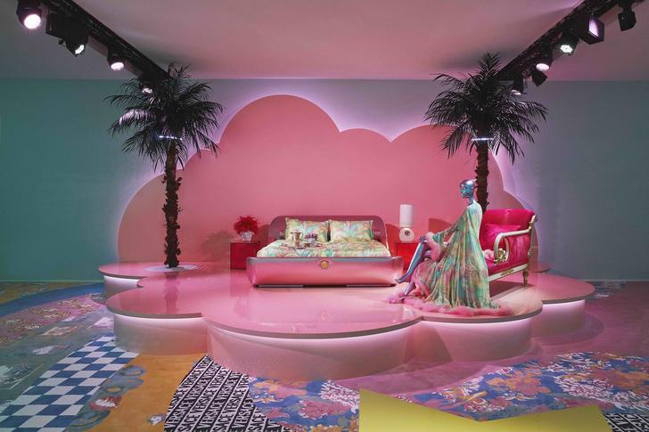 «Неоновая» премьера коллекции Versace Home в Милане (фото 7)