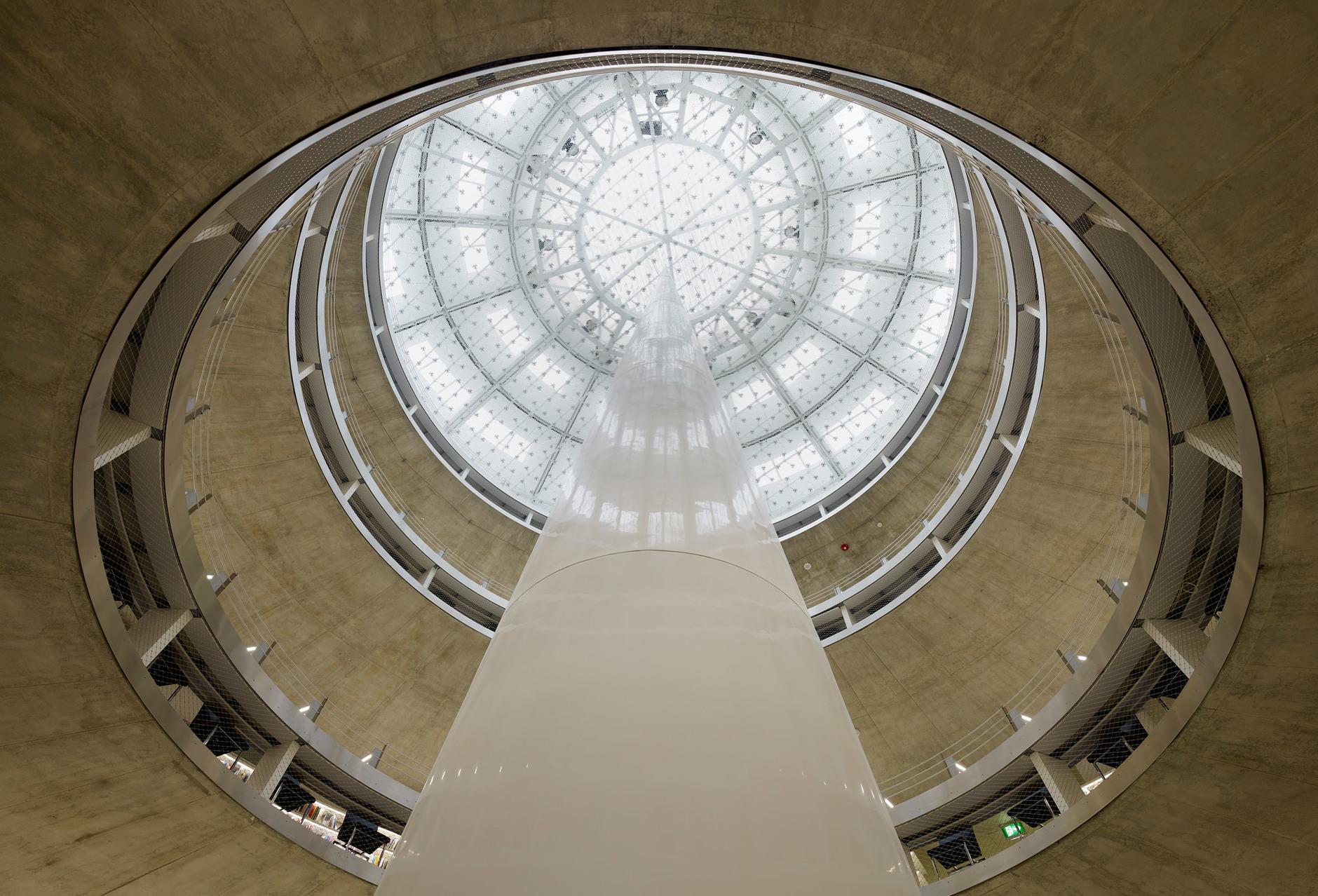 Яркая библиотека по проекту Жана Нувеля (галерея 14, фото 0)