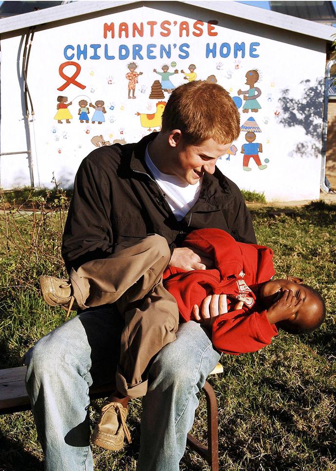 Принц Гарри с детьми в Лесото