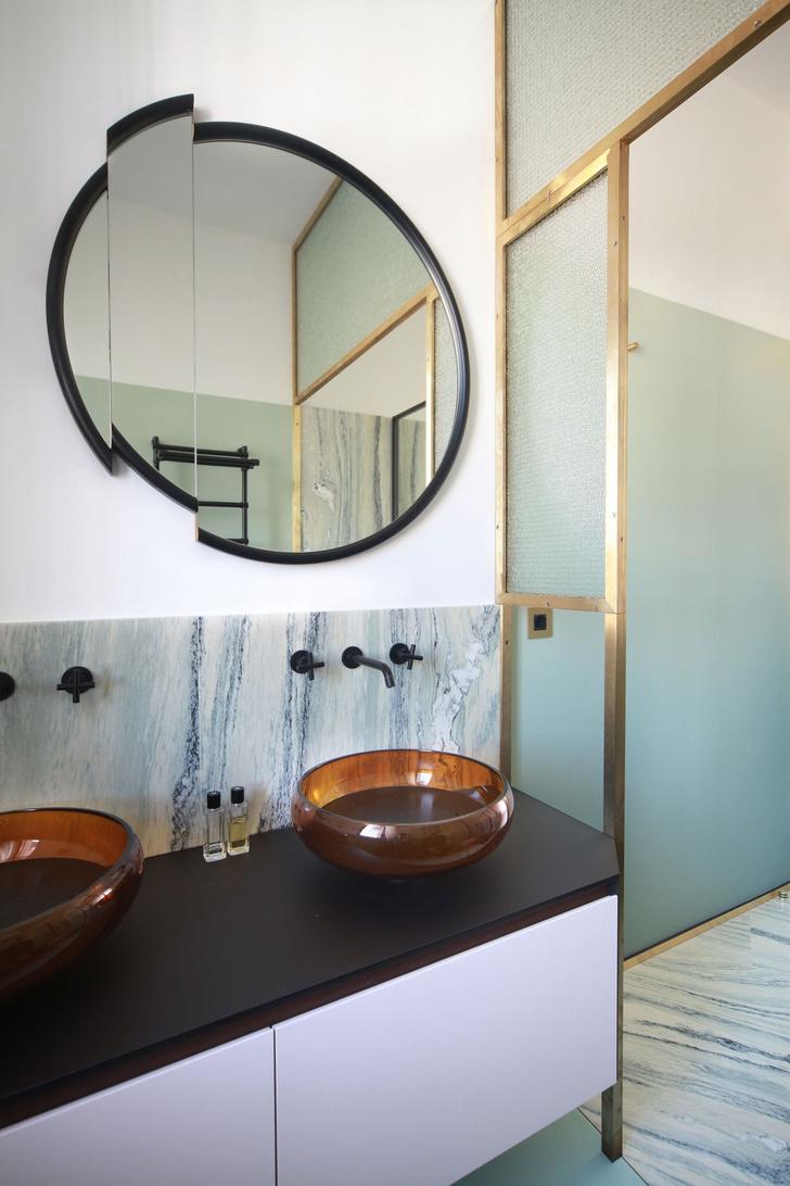 Переливы мрамора: необычный интерьер миланской квартиры (фото 13)