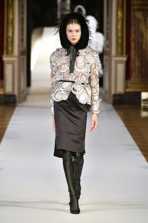 Показ Yanina Couture коллекции сезона Осень-зима 2017-2018 года haute couture - www.elle.ru - Подиум - фото 624007