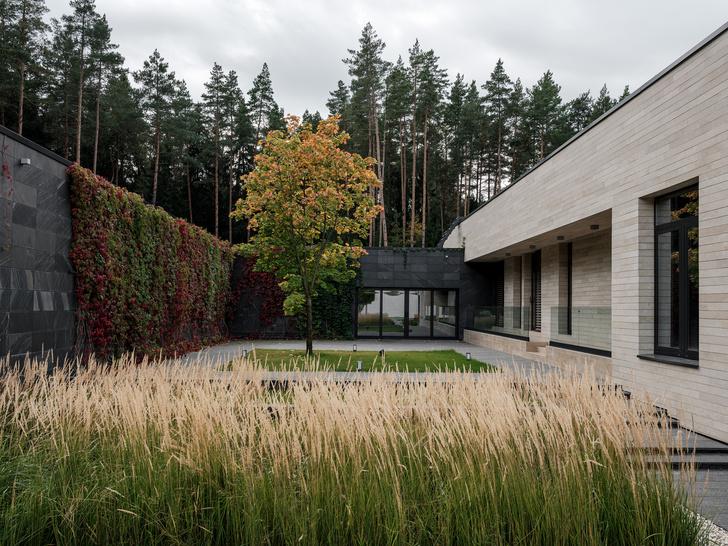 Современный дом  4500 м² с красивым садом на Новой Риге: проект бюро Woodstone (фото 0)