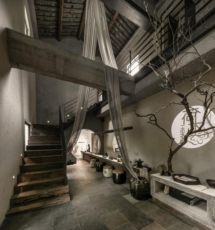Брутальный офис и бутик в Шанхае (фото 6)