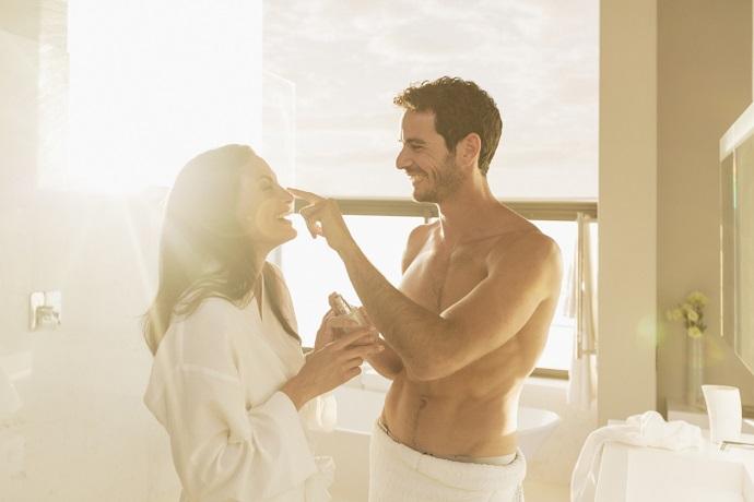 Парень и девушка моются фото 72-508