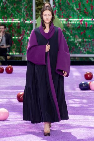 Показ Christian Dior коллекции сезона Осень-зима 2015-2016 года haute couture - www.elle.ru - Подиум - фото 596928