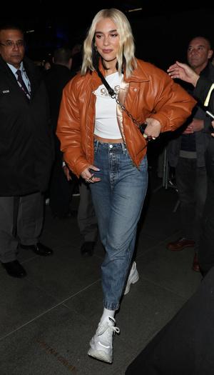 Кожаная куртка и прямые джинсы: Дуа Липа в Лондоне (фото 0.1)