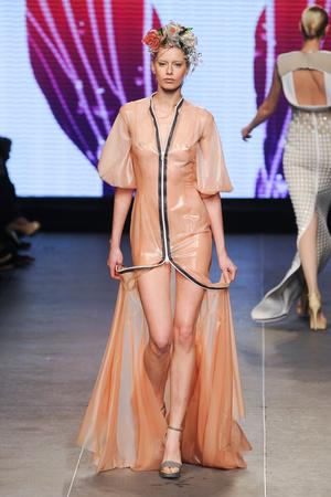 Показ Julien Fournie коллекции сезона Весна-лето 2012 года Haute couture - www.elle.ru - Подиум - фото 331790