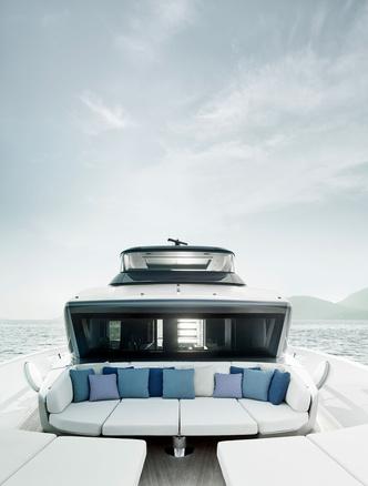 Лофт с видом на море: новая яхта по дизайну Пьеро Лиссони (фото 2.2)