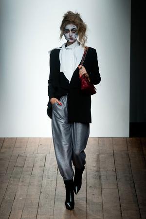 Показ Vivienne Westwood Red Label коллекции сезона Весна-лето 2014 года Prêt-à-porter - www.elle.ru - Подиум - фото 563844