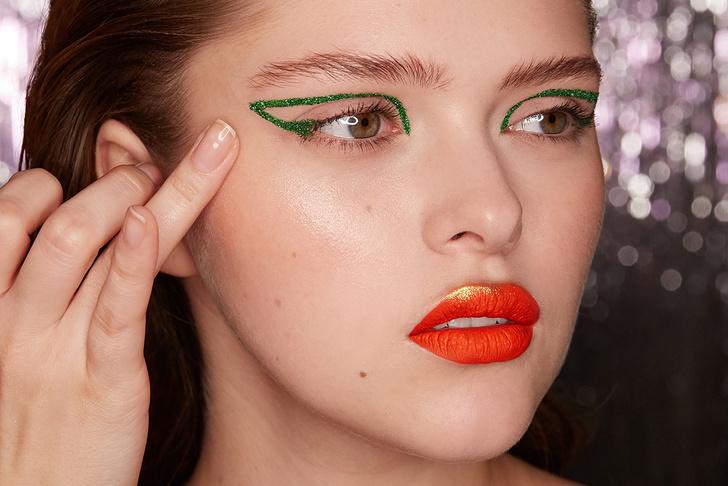 Поэтапная инструкция: 2 новогодних макияжа от визажистов Елены Крыгиной (фото 38)