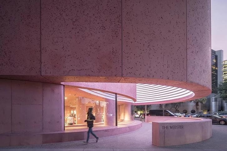 Розовая пристройка к Beverly Center по проекту Дэвида Аджайе (фото 0)