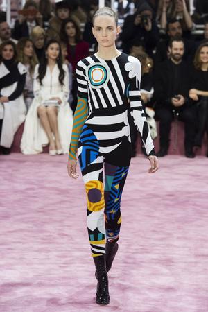 Показы мод Christian Dior Весна-лето 2015 | Подиум на ELLE - Подиум - фото 4229