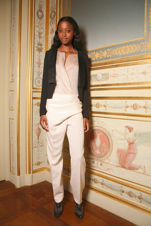 Показ Anne Valerie Hash коллекции сезона Осень-зима 2011-2012 года Haute couture - www.elle.ru - Подиум - фото 277130