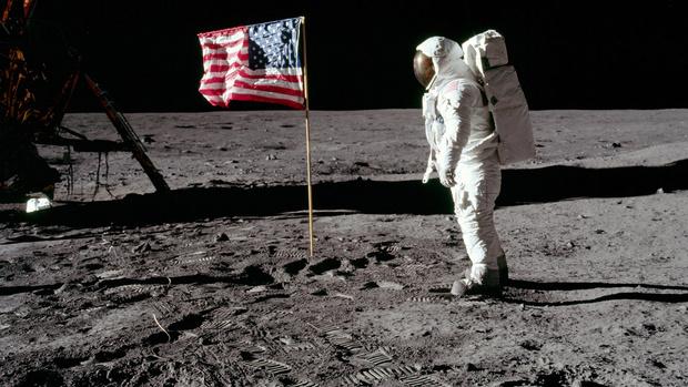 50 лет высадке на Луну: предметы на тему космоса (фото 1)