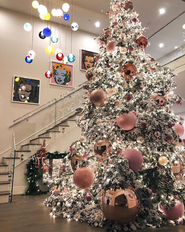 Семейная идиллия: как звезды готовятся к Новому году? (фото 21)