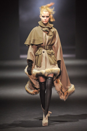 Показ John Galliano коллекции сезона Осень-зима 2012-2013 года Prêt-à-porter - www.elle.ru - Подиум - фото 381392