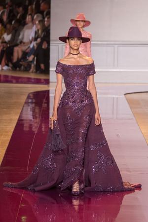 Показ Zuhair Murad коллекции сезона Осень-зима 2016-2017 года Haute couture - www.elle.ru - Подиум - фото 607323