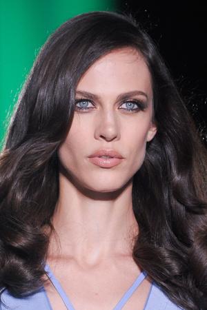 Показ Atelier Versace коллекции сезона Осень-зима 2012-2013 года Haute couture - www.elle.ru - Подиум - фото 402999