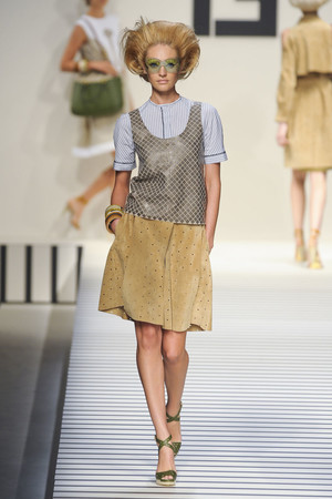 Показы мод Fendi Весна-лето 2012 | Подиум на ELLE - Подиум - фото 1904