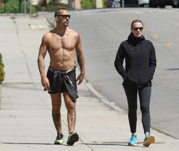 Вот это тело! Робин Райт и ее полуобнаженный супруг на пробежке (фото 3)