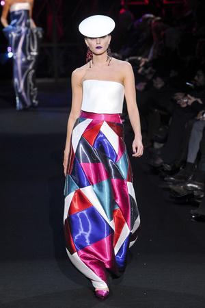 Показ Giorgio Armani Privé коллекции сезона Весна-лето 2011 года Haute couture - www.elle.ru - Подиум - фото 214975
