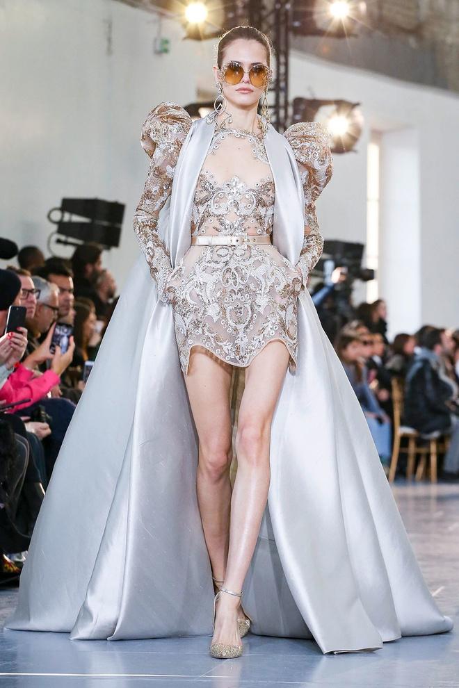 Вырезы в форме галстука и сотни тысяч кристаллов: Elie Saab Haute Couture 2020 (фото 31.2)