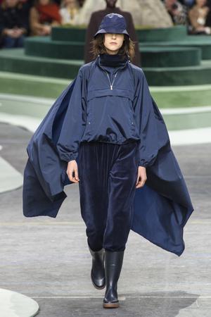 Показы мод Lacoste осень-зима  2018-2019 | Подиум на ELLE - Подиум - фото 6841