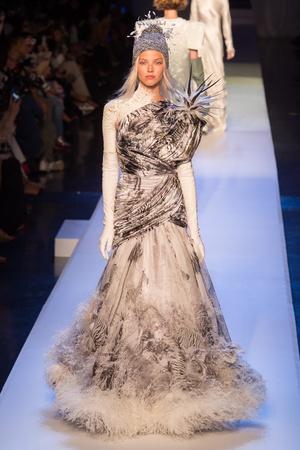 Показ Jean Paul Gaultier коллекции сезона Осень-зима 2017-2018 года Haute couture - www.elle.ru - Подиум - фото 624365