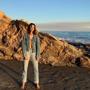 Самый модный крой джинсов этой весны — как у Бланки Падильи (фото 2.1)